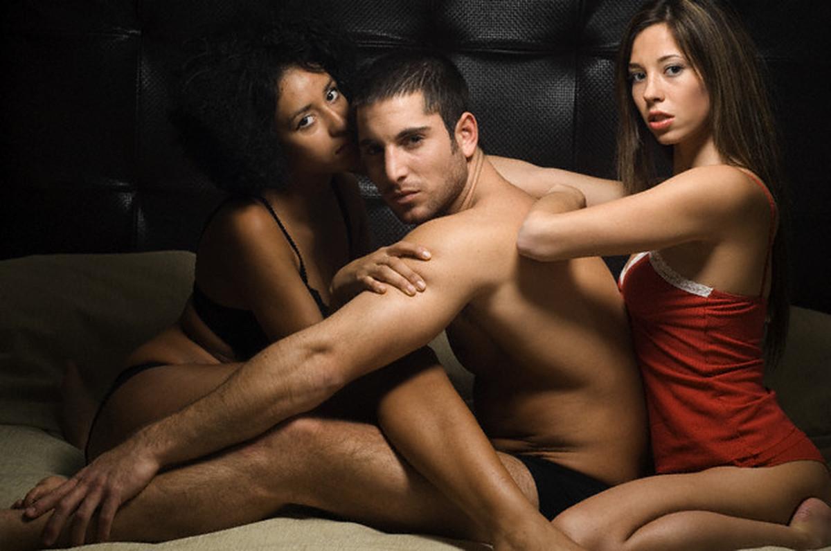 2 девушки и 1 парень занялись любовью
