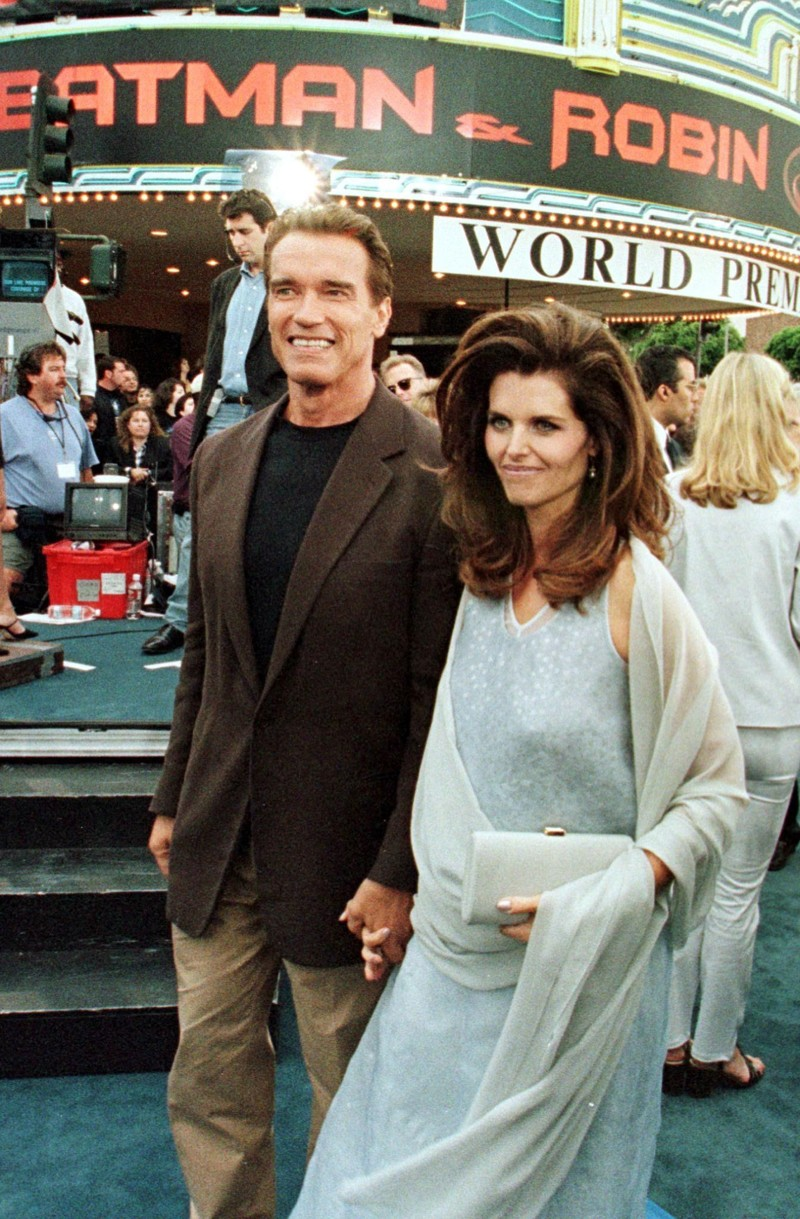 Batman and Robin actor, Arnold Schwarzenegger, arrives with his wife, Maria Shriver, at Mann's Village and Bruin Theater for the world premier of Batman and Robin 12 June in Los Angeles. AFP PHOTO Hector MATA (Photo credit should read HECTOR MATA/AFP/Getty Images)