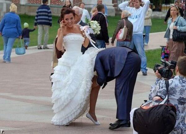 Залез невесте под платье