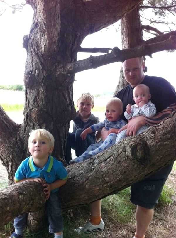 Tragic father James Green died in his sleep leaving his wife Cloe Green and his 8 children. L-R,  Levi, Leo, Oliver, Megan Picture: photo-features.co.uk Mobile: 07966 96672 email: jeremy@durkinphotoservices.com 41 Boat Dyke Rd Upton Norwich Norfolk NR13 6BL