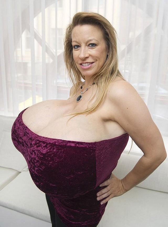 Самая огромная грудь без силикона
