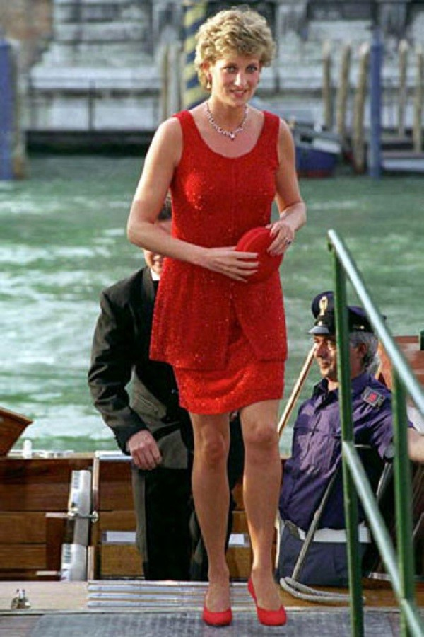 VENICE, ITALY - JUNE 08:  Princess Diana Arriving At The Peggy Guggenheim Museum In Venice For A Reception. Her Dress Designed By Jacques Azagury  (Photo by Tim Graham/Getty Images)