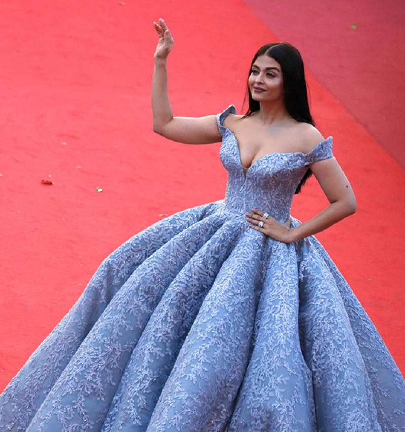"CANNES, FRANCE - MAY 19:  Actor Aishwarya Rai, fashion detail, attends the ""Okja"" premiere during the 70th annual Cannes Film Festival at Palais des Festivals on May 19, 2017 in Cannes, France.  (Photo by Tristan Fewings/Getty Images)"