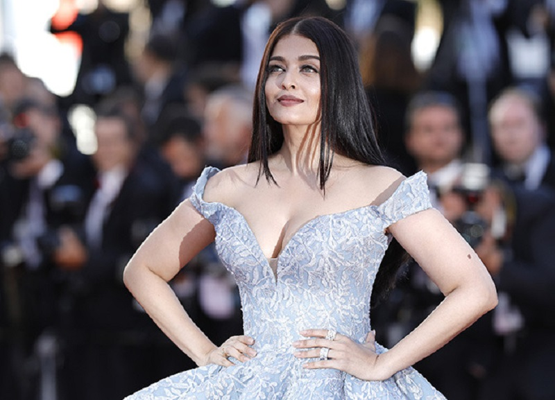 "CANNES, FRANCE - MAY 19:  Aishwarya Rai Bachchan attends the ""Okja"" screening during the 70th annual Cannes Film Festival at Palais des Festivals on May 19, 2017 in Cannes, France.  (Photo by Andreas Rentz/Getty Images)"