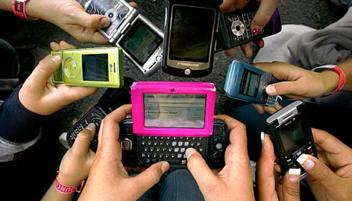 cell_phones-700x400