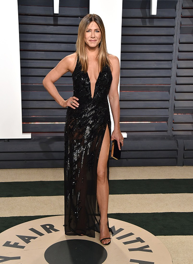 BEVERLY HILLS, CA - FEBRUARY 26:  Actress Jennifer Aniston attends the 2017 Vanity Fair Oscar Party hosted by Graydon Carter at Wallis Annenberg Center for the Performing Arts on February 26, 2017 in Beverly Hills, California.  (Photo by John Shearer/Getty Images)
