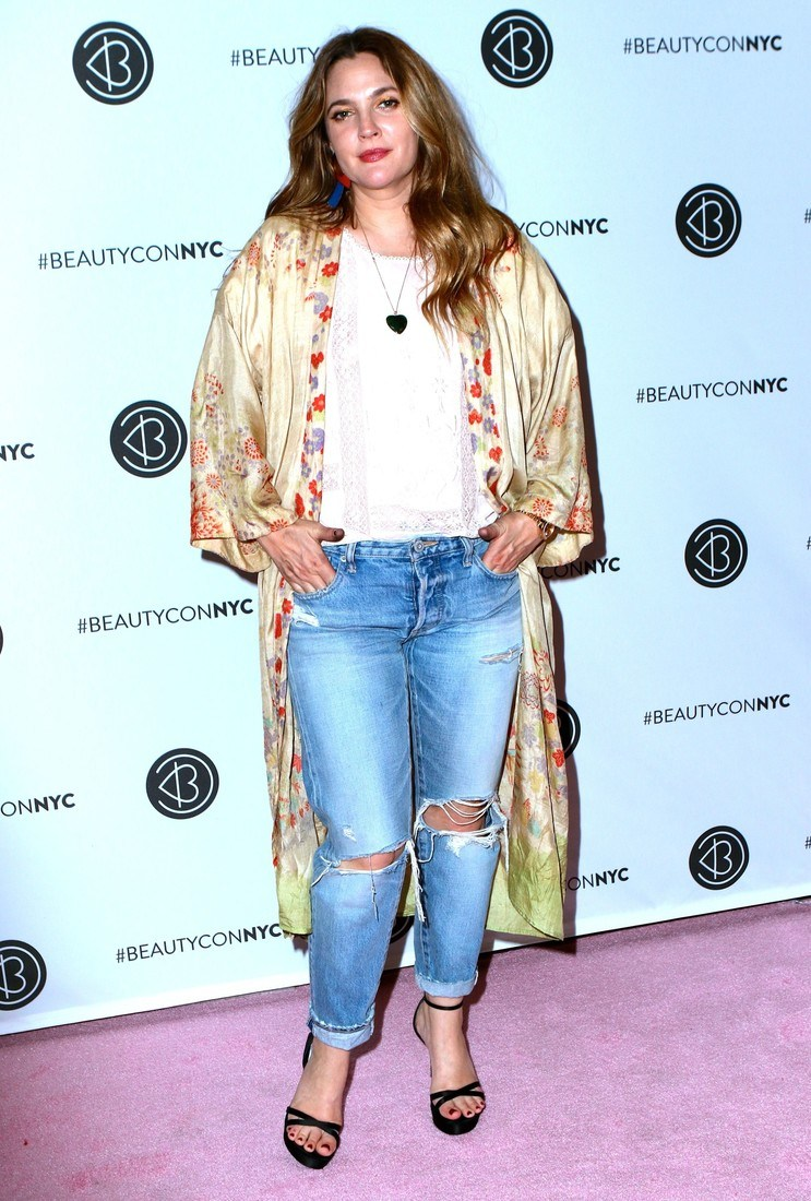 Beauty Con 2017 Festival in NYC Pictured: Drew Barrymore Ref: SPL1502302  200517   Picture by: Nancy Rivera / Splash News Splash News and Pictures Los Angeles:	310-821-2666 New York:	212-619-2666 London:	870-934-2666 photodesk@splashnews.com
