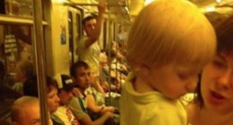 Две девки трогает грудь в автобусе фото