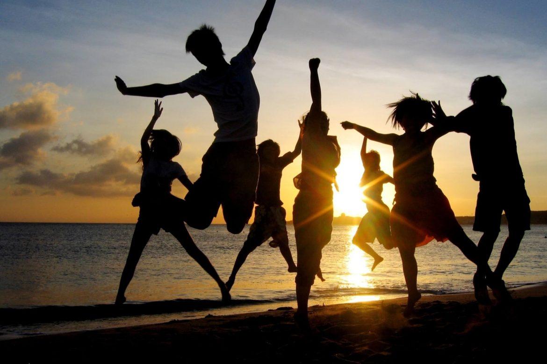 Happy-People-Sunset-Wallpaper-Free-Background-Desktop-Images-37586