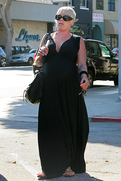 """©NATIONAL PHOTO GROUP Avery pregnant Alecia """"Pink"""" Moore is seen strolling in Santa Monica. Job ID: 052511J5 Non-Exclusive May 25th, 2011 Santa Monica, CA NPG.com   All Over Press"""