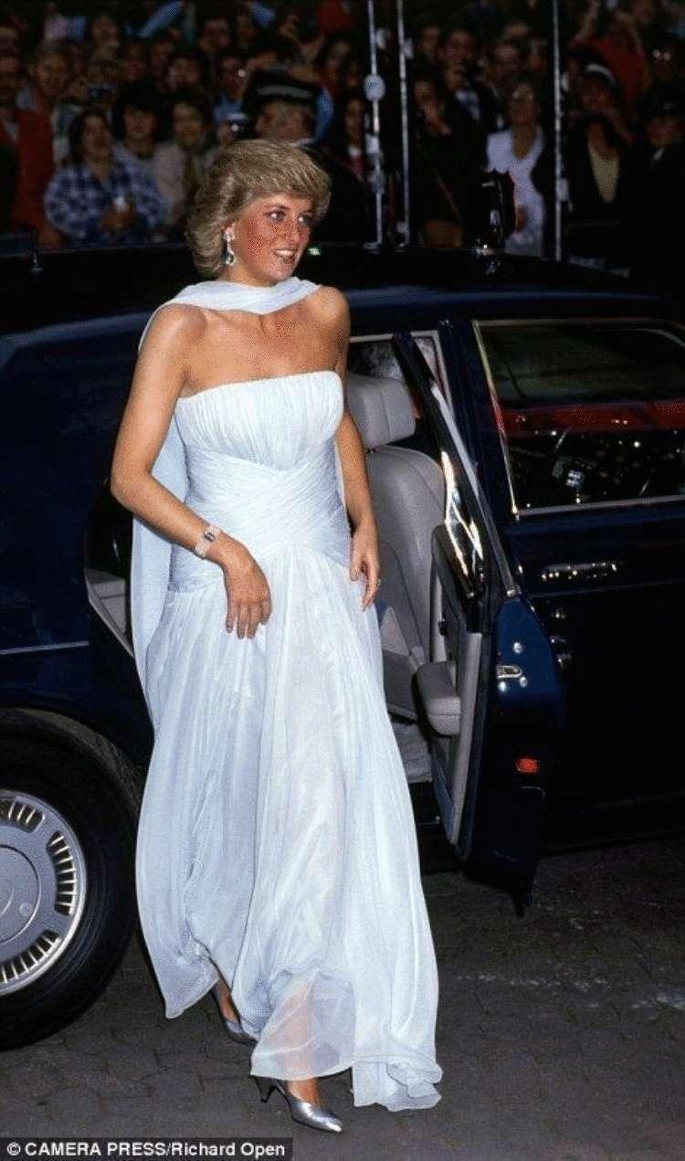 princessa-Diana-v-belom-platie
